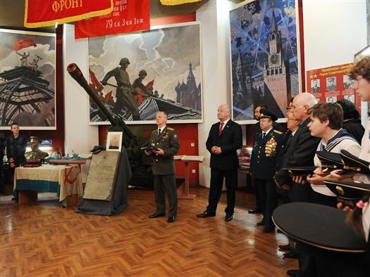 В Самарскую область привезли мемориальную плиту Героя Советского Союза