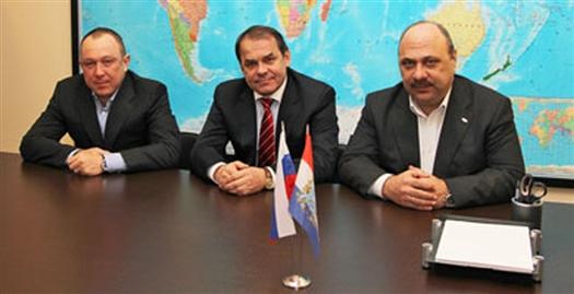 В новый состав совета директоров вошли (на фото слева направо): Алексей Ушамирский, Виктор Развеев, Алексей Чигенев и др.