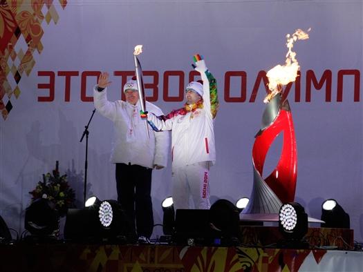 Николай Меркушкин и Тагир Хайбулаев в Самаре зажгли чашу олимпийского огня