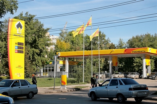 """Сбытовая """"дочка"""" """"Роснефти"""" - """"Самаранефтепродукт"""" - продавала через сеть фирменных автозаправок бензин по ценам ниже закупочных"""