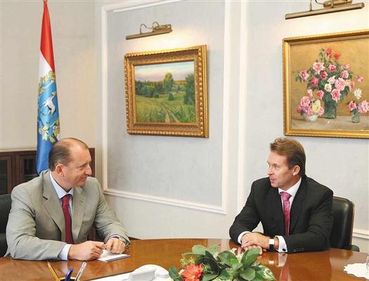 Владимир Артяков и Сергей Богданчиков уверены, что увеличение нефтедобычи в области благоприятно скажется на экономическом развитии региона.