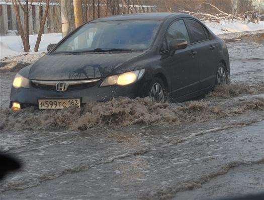 Около места коммунальной аварии на Московском шоссе найден второй порыв трубы