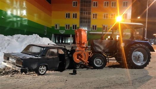 В Самаре около Агропарка легковушка въехала в трактор-снегоуборщик