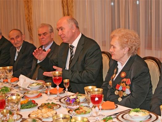 Николай Меркушкин в неформальной обстановке встретился с бывшими руководителями области и города