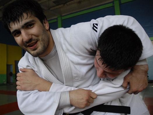 По ходу турнира Хайбулаев одержал победы над итальянцем Доминико Гуида, Мехедди Халдуином из Франции, голландцем Берендом Рурда