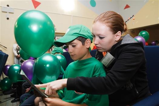 """Более 350 ребят из детского лагеря """"Березки"""" узнали, как будут развиваться инфокоммуникационные технологии будущего"""