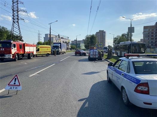 В Тольятти отлетевшая при ДТП легковушка насмерть сбила женщину на переходе