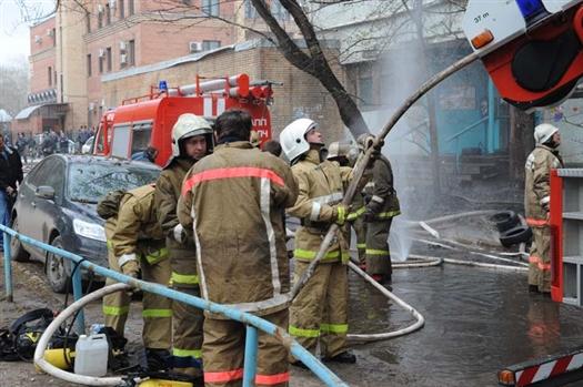 Более двух часов пожарные боролись с огнем