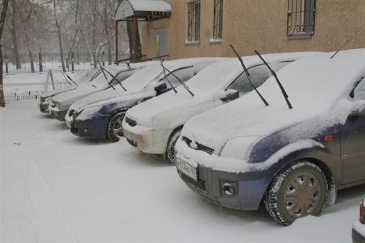 У коммунальщиков есть время на уборку оставшихся деревьев и снега