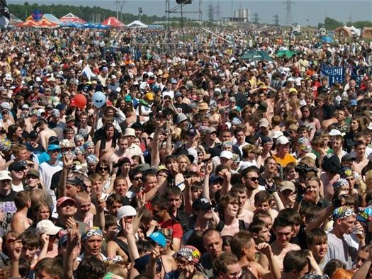 """Если в этом году """"Рок над Волгой"""" соберет 250 тыс. человек, то фестиваль побьет собственный же рекорд посещаемости рокового опен-эйра одного дня"""