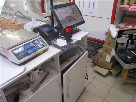 Сотрудницу тольяттинского магазина подозревают в краже денег из кассы