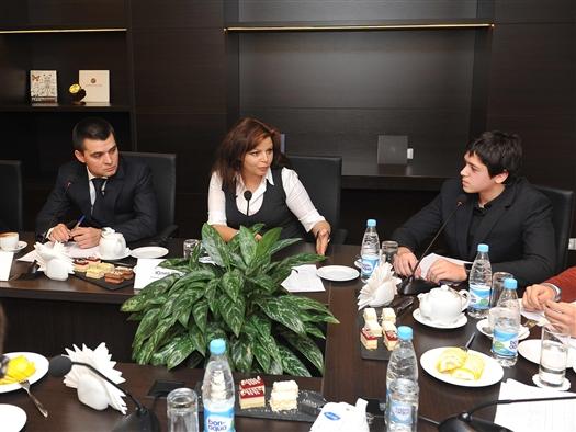 Началась встреча Сергея Мамедова и Юлии Степновой со школьниками