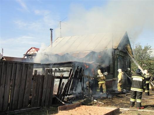В Сызрани сгорел дом многодетной семьи