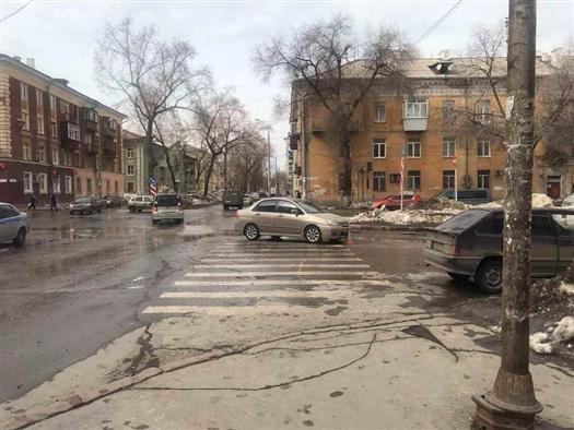Две девочки попали под машину на перекрестке в Самаре