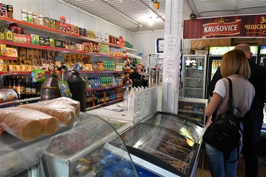По жалобам жителей выявлены незаконные торговцы овощами, пивом и казахской водкой