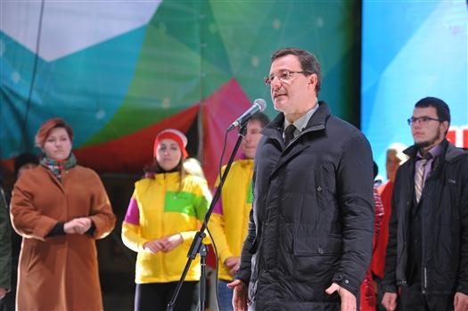 """Дмитрий Азаров: """"Мы вместе создаем будущее нашей страны и нашего региона"""""""