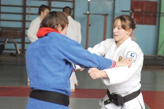 Ирина Заблудина (в белом кимоно) уже может отрабатывать приемы «под Олимпиаду»