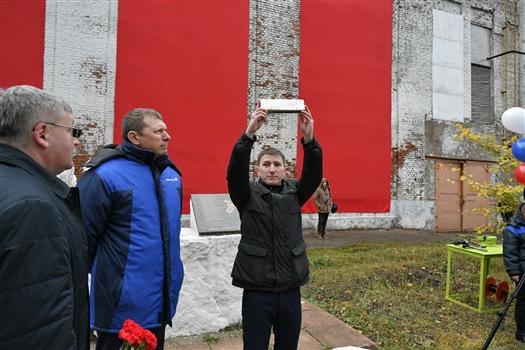 "На самарском заводе ""Авиакор"" спустя 50 лет открыли ""капсулу времени"""