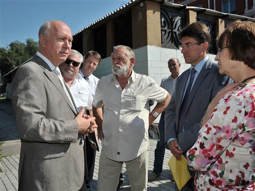 Губернатор поручил завершить текущий ремонт театра драмы до старта нового театрального сезона