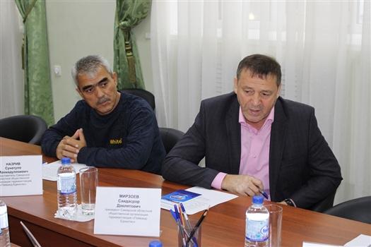 Саидасрора Мирзоева (справа) выдворяют из России