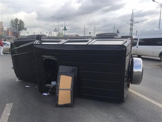 При ДТП на Московском шоссе опрокинулся Geländewagen