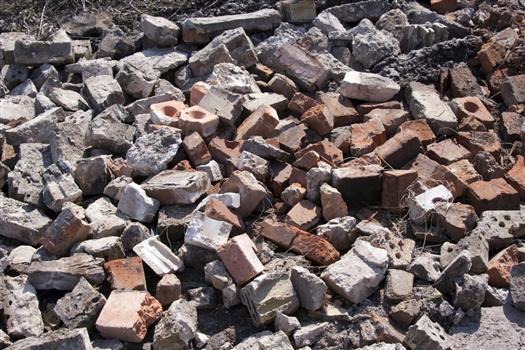 Участки для многодетных семей в Орловом овраге начали очищать от строительных отходов