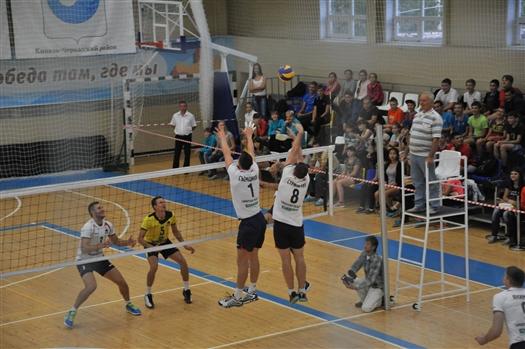 """Волейбольная """"Нова"""" провела необычный мастер-класс в Кротовке"""