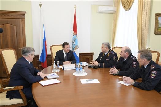 Дмитрий Азаров и Михаил Черников обсудили вопросы безопасности дорожного движения