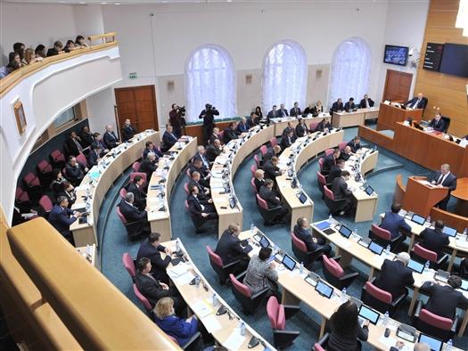 Областные депутаты требуют ввести обязательную медстраховку для иностранцев, прибывающих в Россию