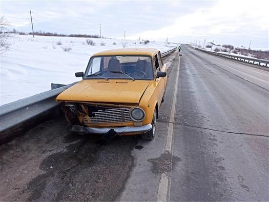 В Самарской области молодой водитель не справился с управлением ВАЗовской классикой