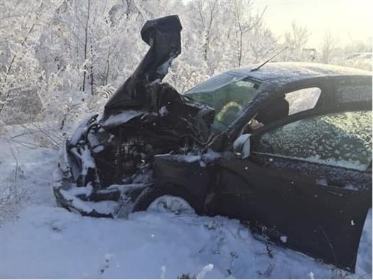 Две легковушки и трактор столкнулись в Самарской области