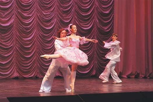 Ученица пятого класса Маргарита Пивкина очаровала зрителей хрупким сценическим образом