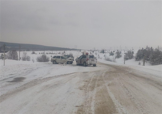 Водитель Lada Kalina погиб после столкновения с Hyundai в Самарской области