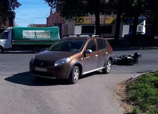 В Тольятти женщина на Renault врезалась в мотоциклиста