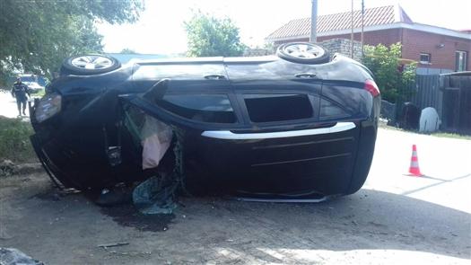 Два человека погибли в опрокинувшемся Geely в Зубчаниновке