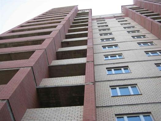 Упавшая с крыши 16-этажного дома в Тольятти девочка скончалась