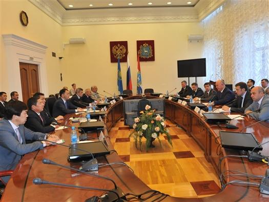 Губернатор встретился с акимом Актюбинской области Казахстана