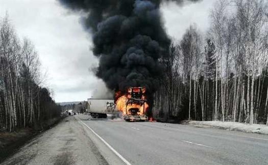 В ДТП в Бурятии в горящем автовозе погиб житель Самарской области