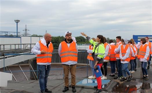 Участники экскурсии посетили уникальный инфраструктурный объект завода - биологические очистные сооружения