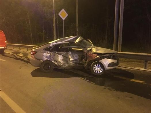 В Самаре водитель легковушки попал в реанимацию после ДТП на Волжском шоссе