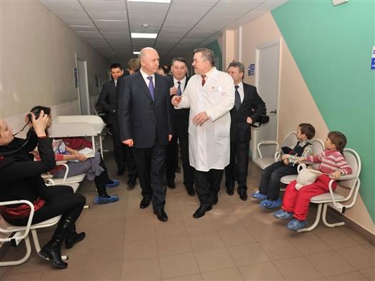 В рамках рабочего визита в Чапаевск губернатор Самарской области Николай Меркушкин 26 февраля посетил городскую детскую больницу