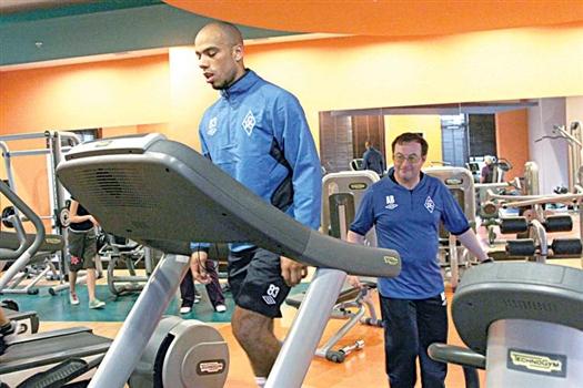 Восстановившись после тяжелой травмы, защитник Стив Жозеф-Ренетт вместе с одноклубниками начинает подготовку к весенней части чемпионата
