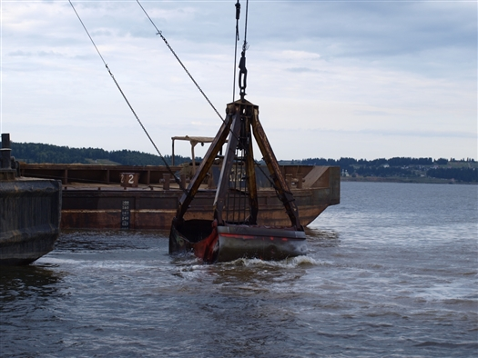 На реке Самаре толкач с плавкраном заехал на лодочную станцию, повредив две мотолодки и понтон