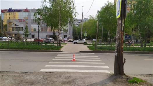 В Самаре госпитализировали женщину, попавшую под машину на ул. Революционной