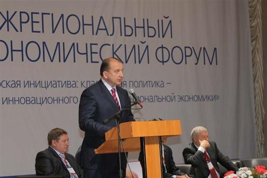 Губернатор Самарской области Владимир Артяков первым поприветствовал участников форума