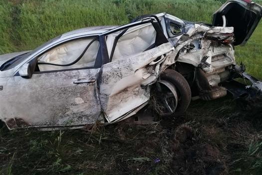 Под Сызранью пострадал пассажир съехавшей в кювет иномарки