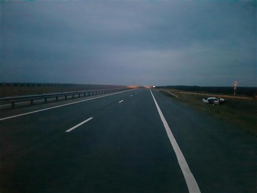 В Самарской области на трассе М-5 перевернулось такси, пострадали два человека