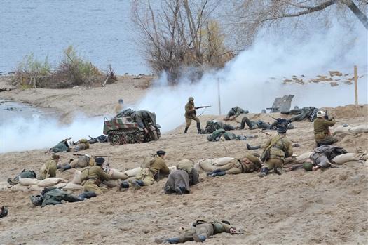 В реконструкции десантной операции в Самаре участвовало около 100 человек