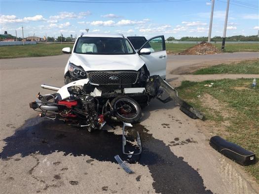 Под Самарой водитель Kia столкнулся с мотоциклистом без прав