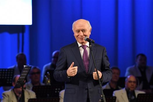 Николай Меркушкин поздравил с профессиональным праздником медиков Тольятти
